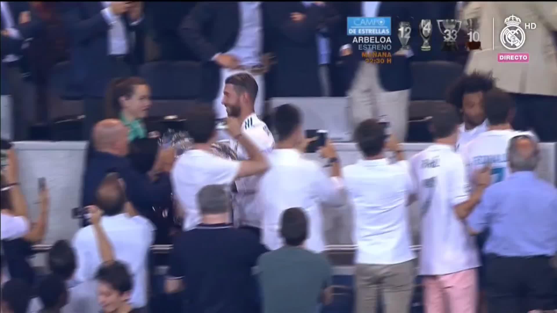 ������ Trofeo Santiago Bernabéu by Movistar  ¡CAMPEONES!  #RealMadrid 2-1 @acffiorentina https://t.co/nxC6bHjEQf