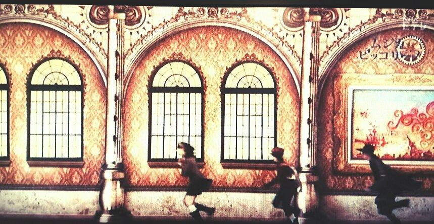 """三人が「急げーーッ!!」ってアカデミーの廊下を走ってる時に壁に掛かっていた絵が""""テンペスタ""""の絵。モンストロは翼のはえた"""