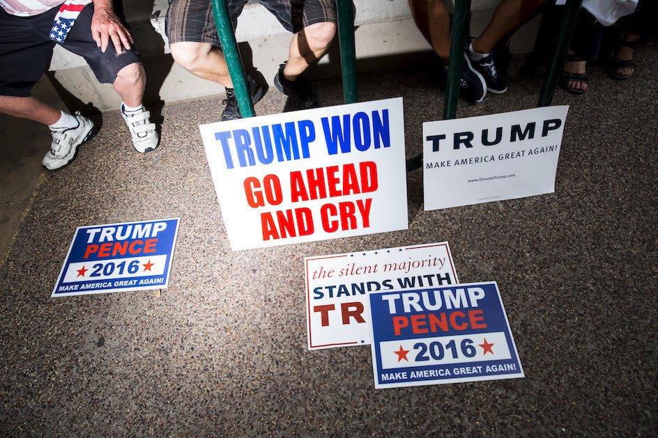 PHOTOS: Inside the Standoff at Trump's Phoenix Rally https://t.co/jkZyt65sBm via @POLITICOMag @smahaskey https://t.co/QsO7fwsQfK