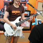 お茶の水のギターまつりで写真&SNS拡散OKでした。曲は夢見る少女はいられないを演奏。#小原莉子#orange#ソラシテ