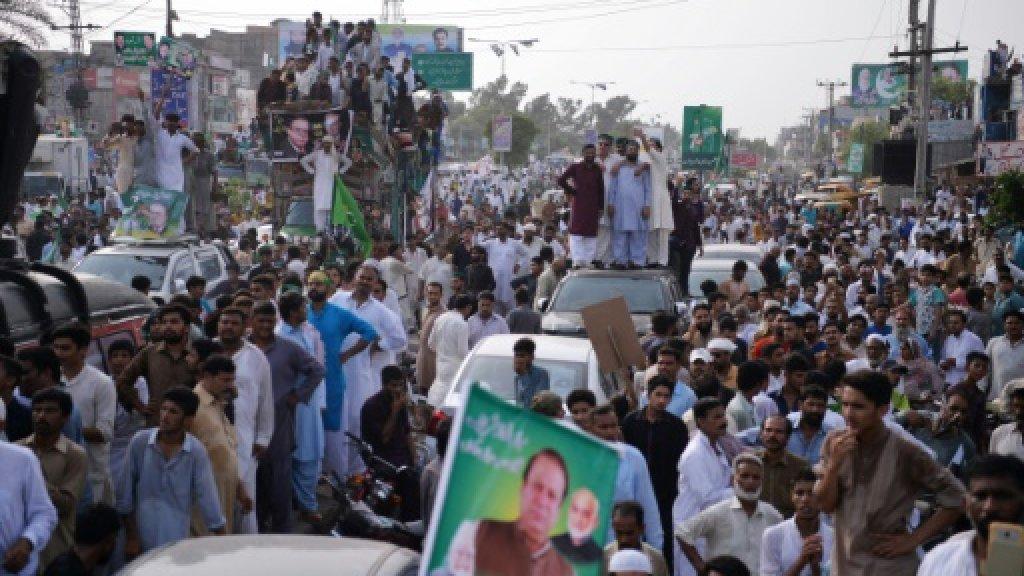 Convoy of former Pakistan PM Sharif kills boy at rally