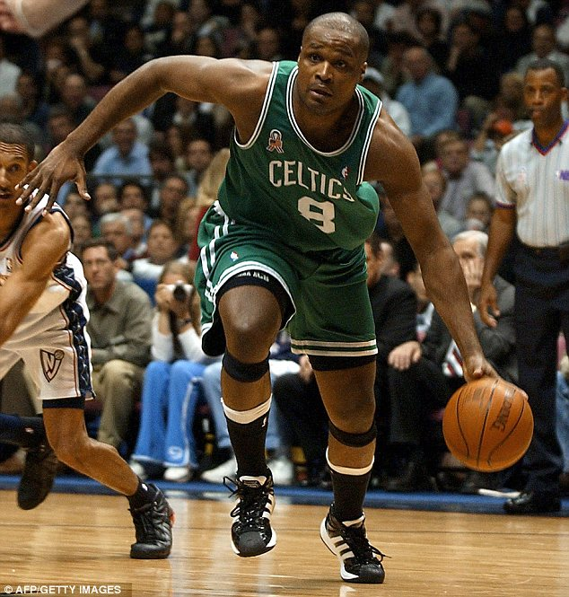 Happy Birthday to Antoine Walker who turns 41 today!