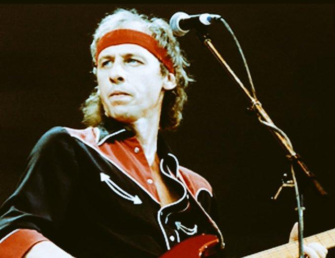 Happy birthday Mark Knopfler. Absolute guitar hero.