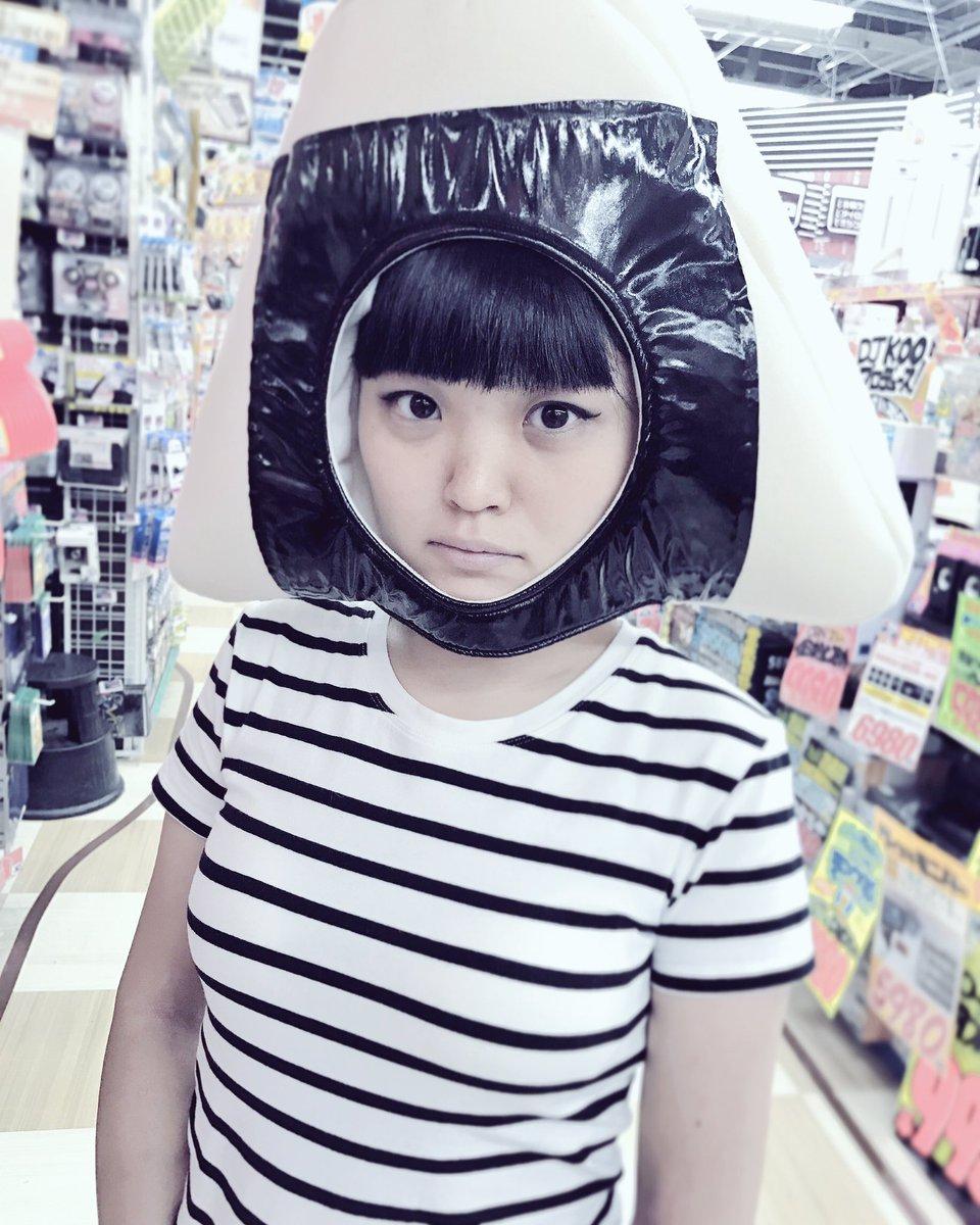 おにぎりに似ていると最近よく言われるので、おにぎりになってみました。どーも、おにぎりです。🍙#おにぎり #onigiri