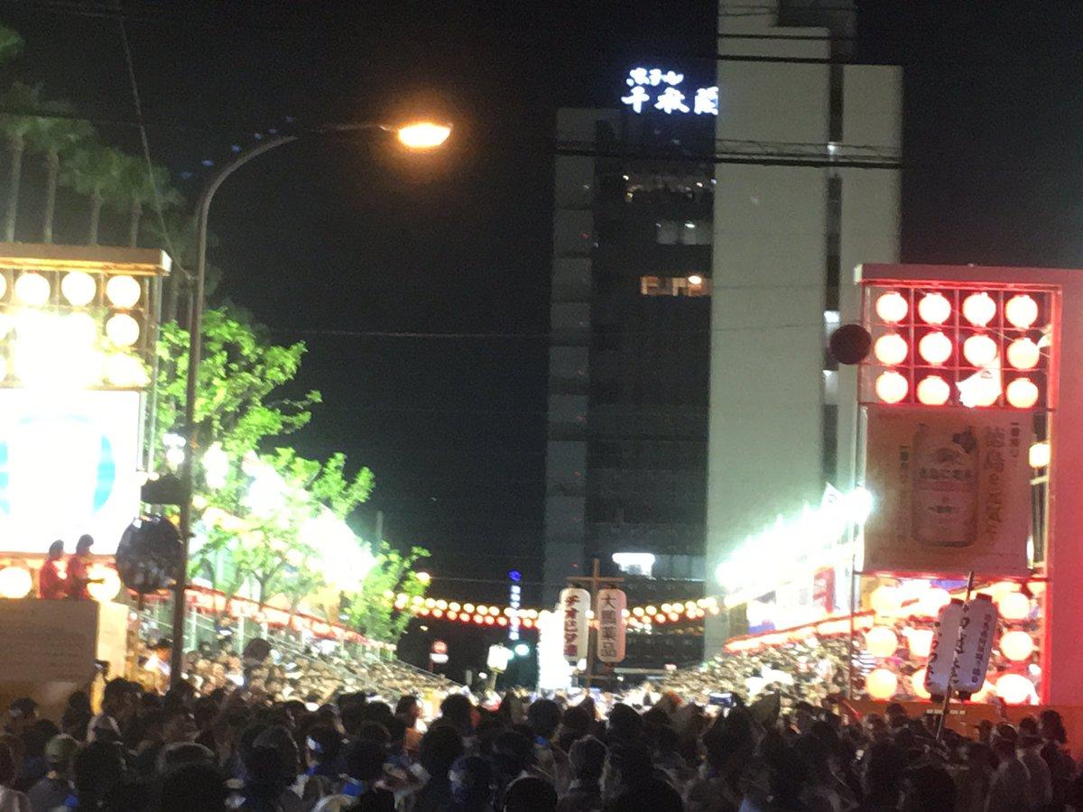 阿波踊り市役所前演舞場第二部逢坂良太さん登場まであと少し。すごい景色です。#ufotable  #tozx
