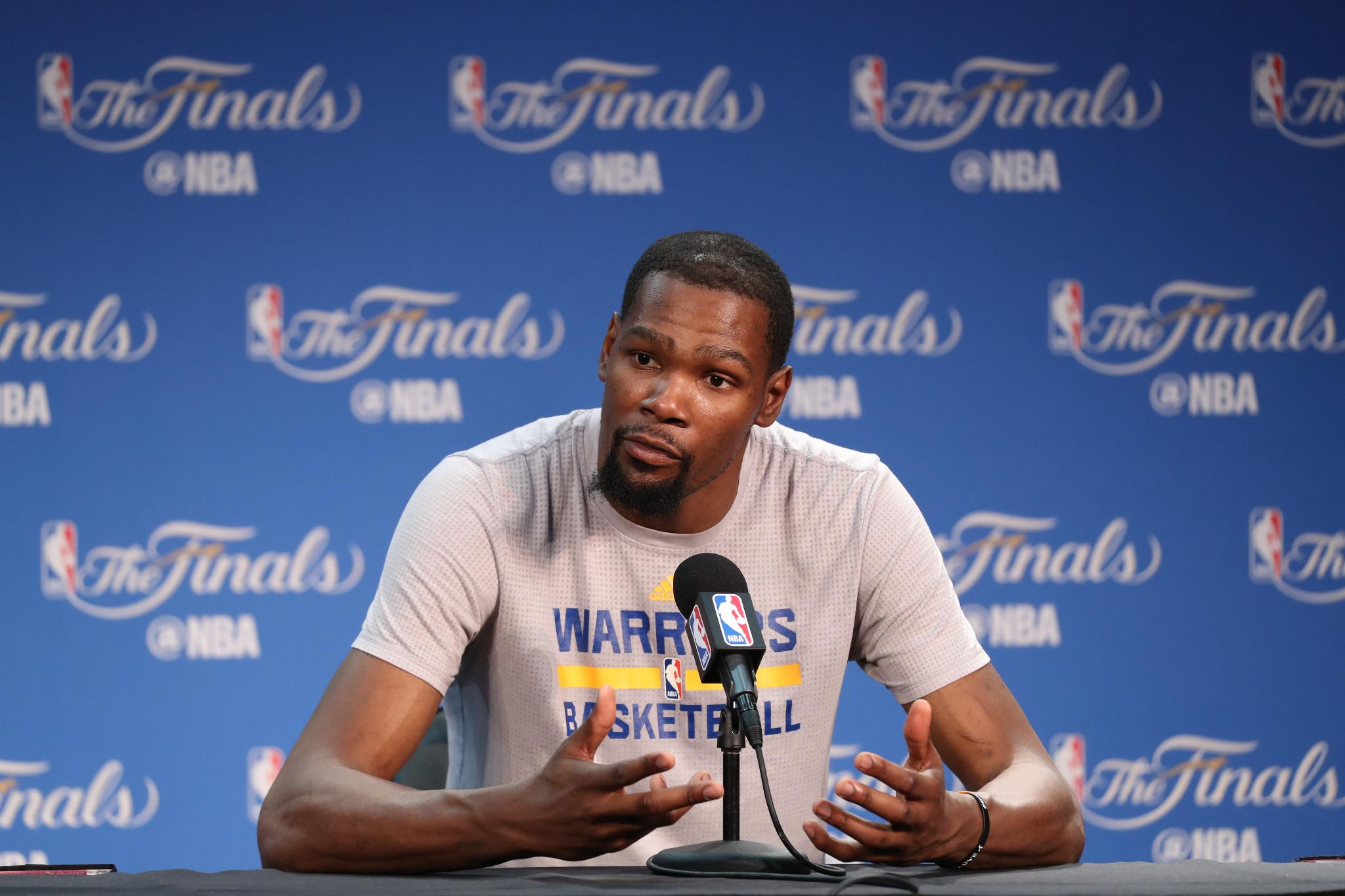 Kevin Durant took pay cut to help teammates get paid...  MORE: https://t.co/SVWaiOfXrX https://t.co/NdNCJ2pf5k