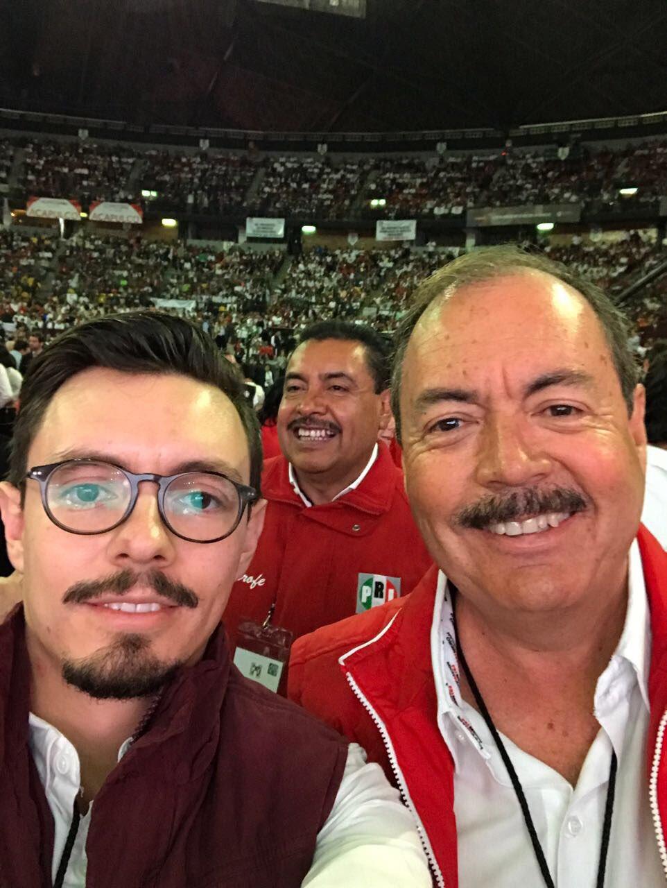 Listos con Víctor para celebrar nuestra #XXIIAsambleaPRI #TuVozEsPRImero! https://t.co/uV6ZILbPyp