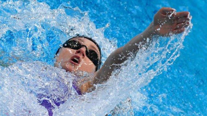 ¡¡Enooorme @miss_belmont!! �������� ¡¡Récord del mundo de los 400 metros estilos!! https://t.co/Jpl1ZwMqjW https://t.co/ODehwOSnnn