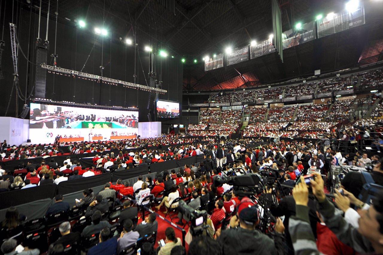 El deporte preferido del @PRI_Nacional: la matraca, la cargada y el 'si, presidente' #TuVozPRImero https://t.co/AaSU2i12nP
