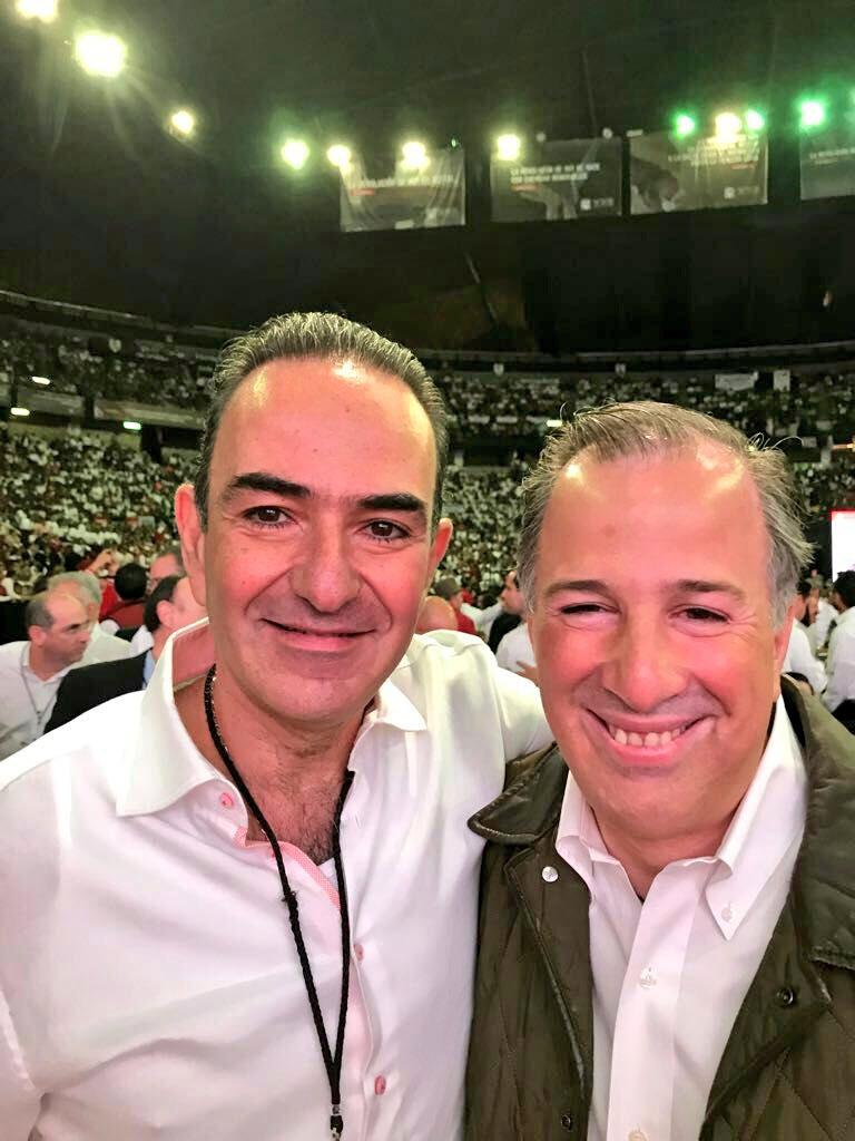 Con mi querido amigo @JoseAMeadeK, en su calidad de simpatizante, durante la #XXIIAsambleaNacionalPRI #TuVozPRImero https://t.co/m3msy8amjB