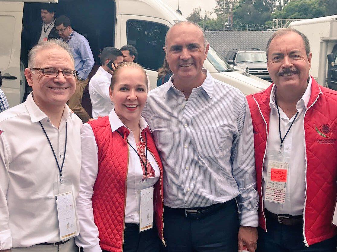 Que gusto saludar hoy a @AdrianaFuenTell, @ppcalzada y Adrian Gallardo, durante la #XXIAsambleaPRI #SomosPRI. https://t.co/ZJitiAnLPo