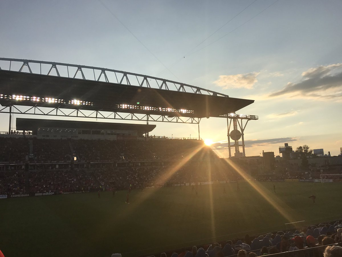 Stunning sunset over @BMOField and @torontofc is leading 3-0. Thx @WilcoxBrewery @iamToddyTickles #TFCLive https://t.co/qBXUrjuxaG