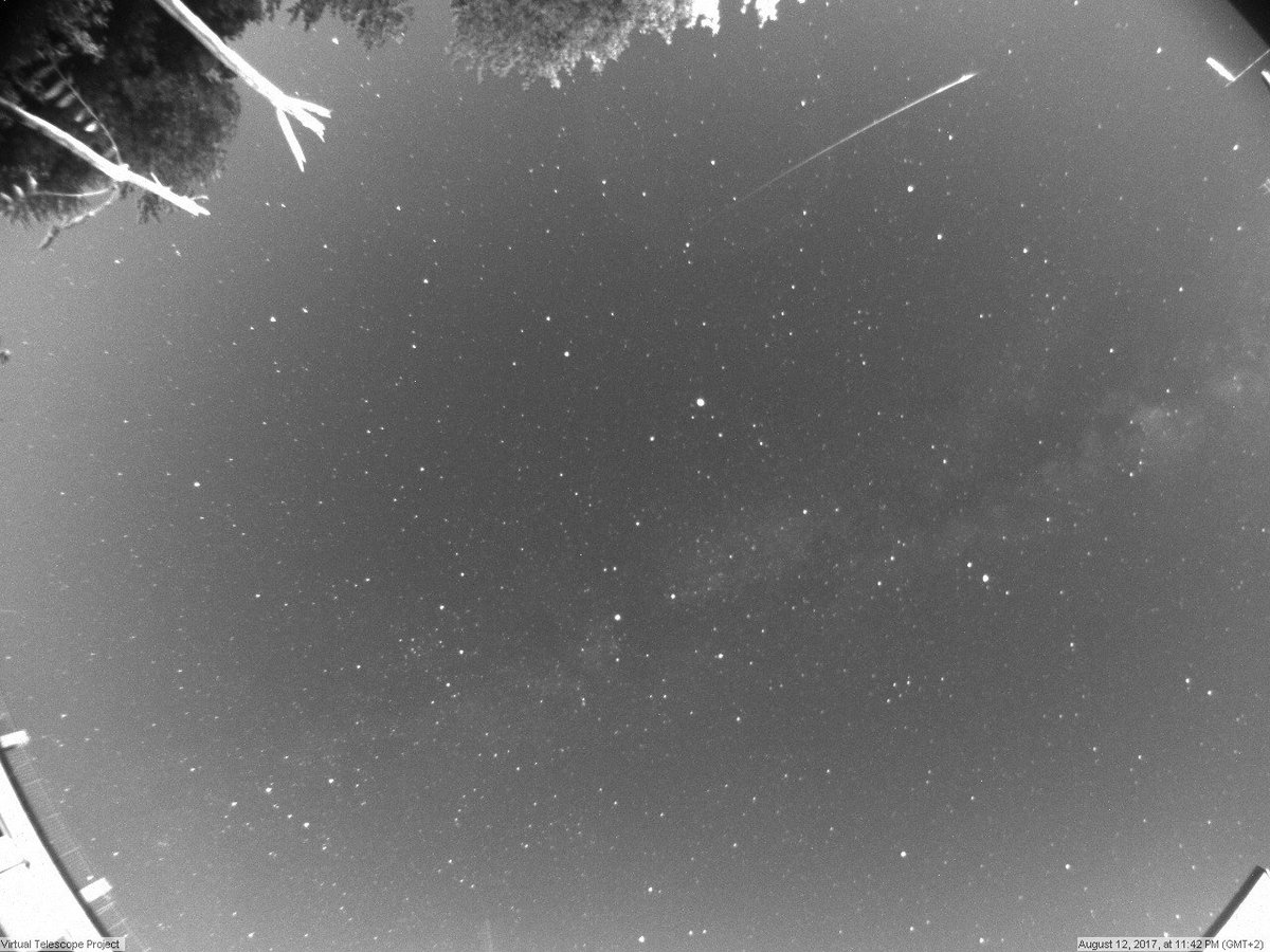 Bright #meteor from #PerseidMeteorShower #2017! See #shootingstars #Live now here: https://t.co/yzsPQ0UU5D https://t.co/2P55bDAJO1