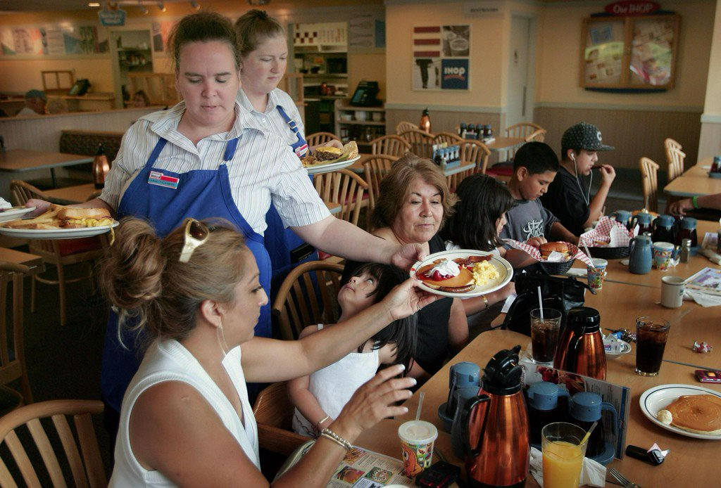 IHOP and Applebee's closing over 100 restaurants https://t.co/cln13hUAih https://t.co/Y3P5alqO4v