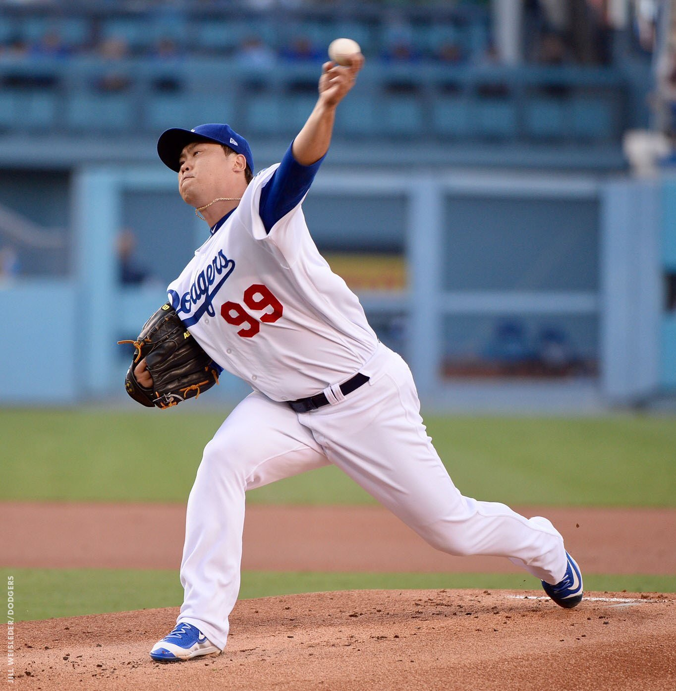 Hyun-Jin Ryu's night is over after five innings. Tony Watson will take the mound in the top of the sixth. https://t.co/W2OCWlLZ8b