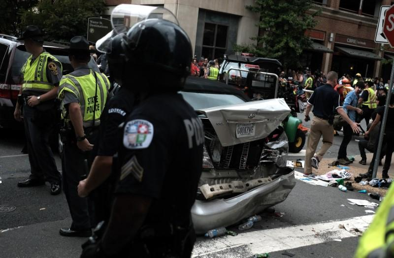 At least one dead as U.S. white nationalists ignite Virginia clashes https://t.co/pDX23eiL2b https://t.co/UZRwlB5Rq7