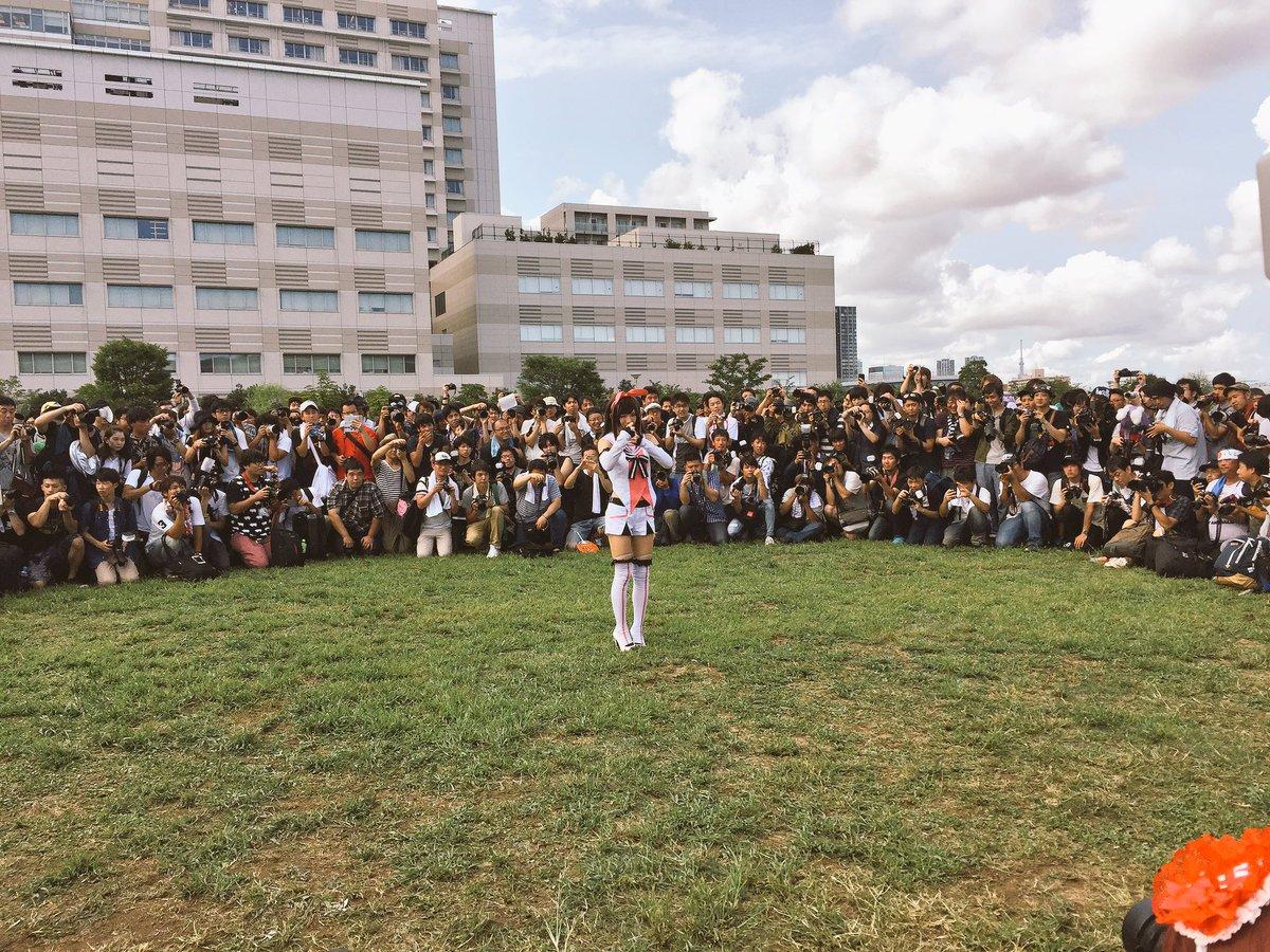 カリスマコスプレイヤーえなこさん、コミケで大勢のカメコに囲まれる これは凄い人気だ! [無断転載禁止]©2ch.net [114013933]YouTube動画>3本 ->画像>111枚
