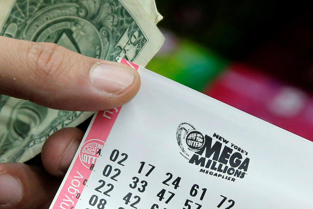 Mega Millions winning ticket worth $393M sold at Illinois barbecue https://t.co/VDvX1G3HoD https://t.co/hbYOT81ADM