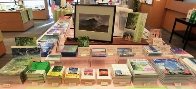 奈良県立万葉文化館『こい・孤悲・恋ーアニメ「言の葉の庭」~漫画・日本画』(8月27日まで開催)物凄く行きたいけど、奈良遠