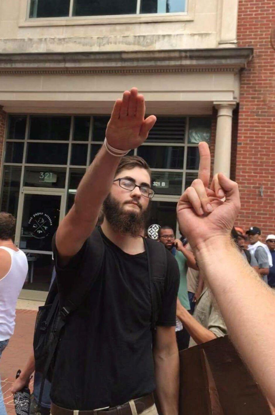 #PunchANazi #Charlottesville https://t.co/Pxgfh14iDY