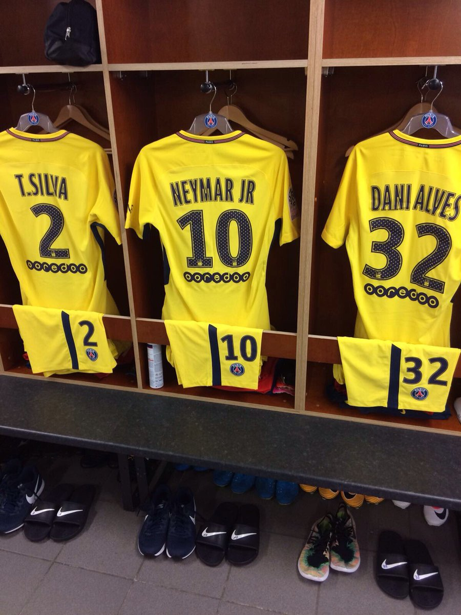 RT @PSG_inside: Tout est en place 👕👌  #NeymarJrPremiere https://t.co/MGsyxCYZ7A