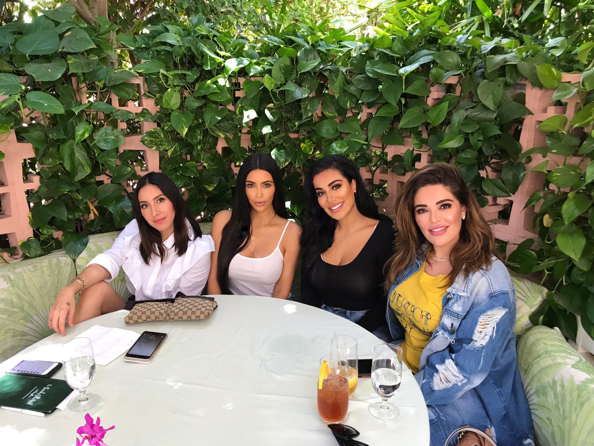 Beauty Brunch in Beverly Hills @jenatkinhair @hudabeauty @MonaKattan  ❤️�� https://t.co/omdHBB5yzh