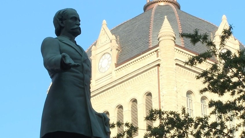Mayor pushes to remove 2 Confederate statues