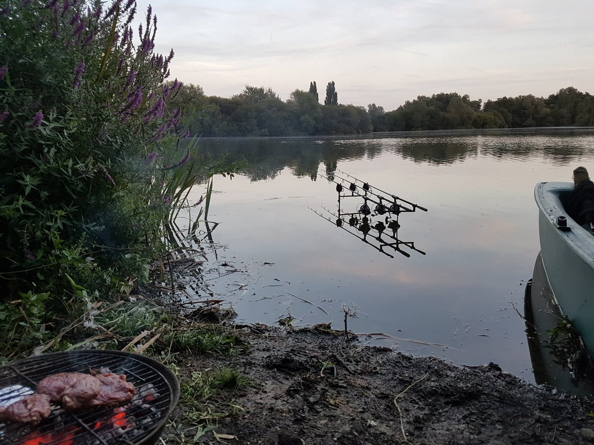 Lush to be out again .Living the dream ..#carpfishing https://t.co/jU9MrQNTLK