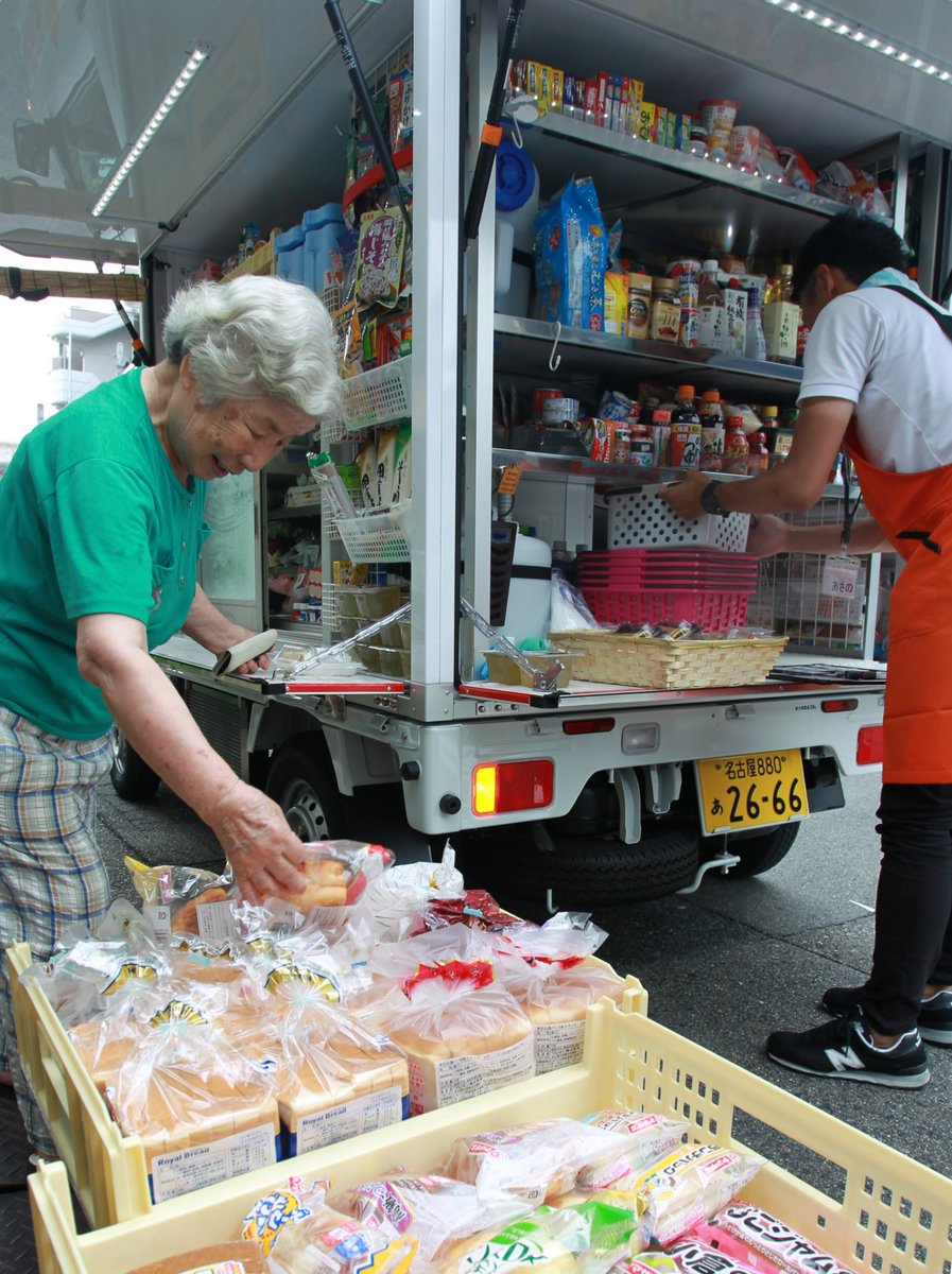 Aichi's mobile supermarkets keeps seniors stocked with groceries, checks in on aging customers