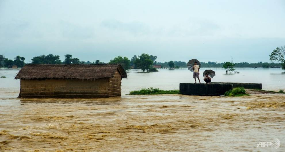 Thousands uprooted as floods kill 143 in India, Nepal