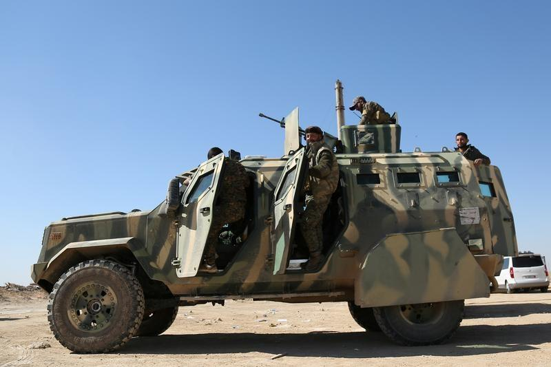 Syrian army comes closer to encircling Islamic State in central Syria desert