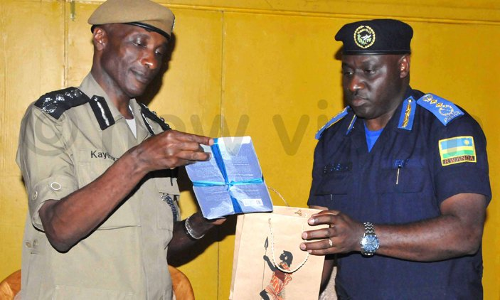 Kayihura, Rwanda IGP hold talks ahead of EAPCCO meeting