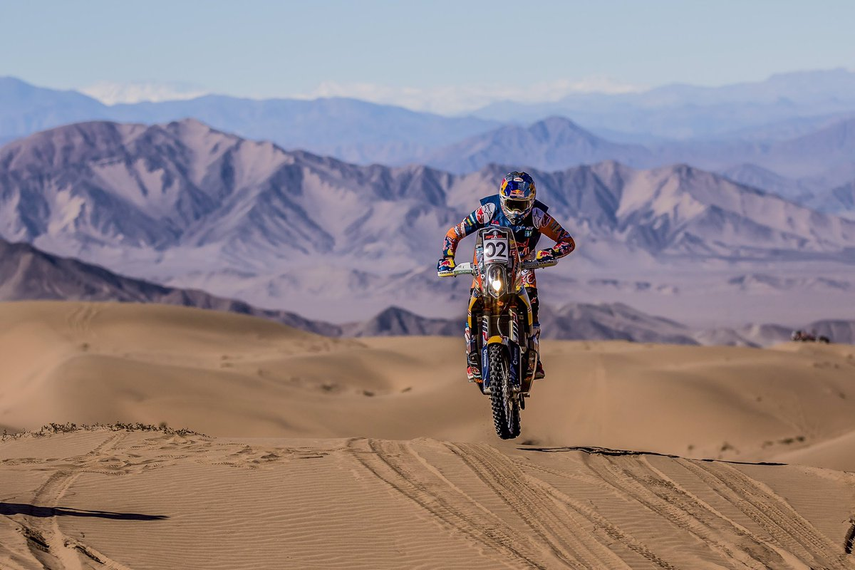 Dirt bikes and big open deserts makes for a hell of a time no matter what your doing 😝 https://t.co/EhWnxftiZP