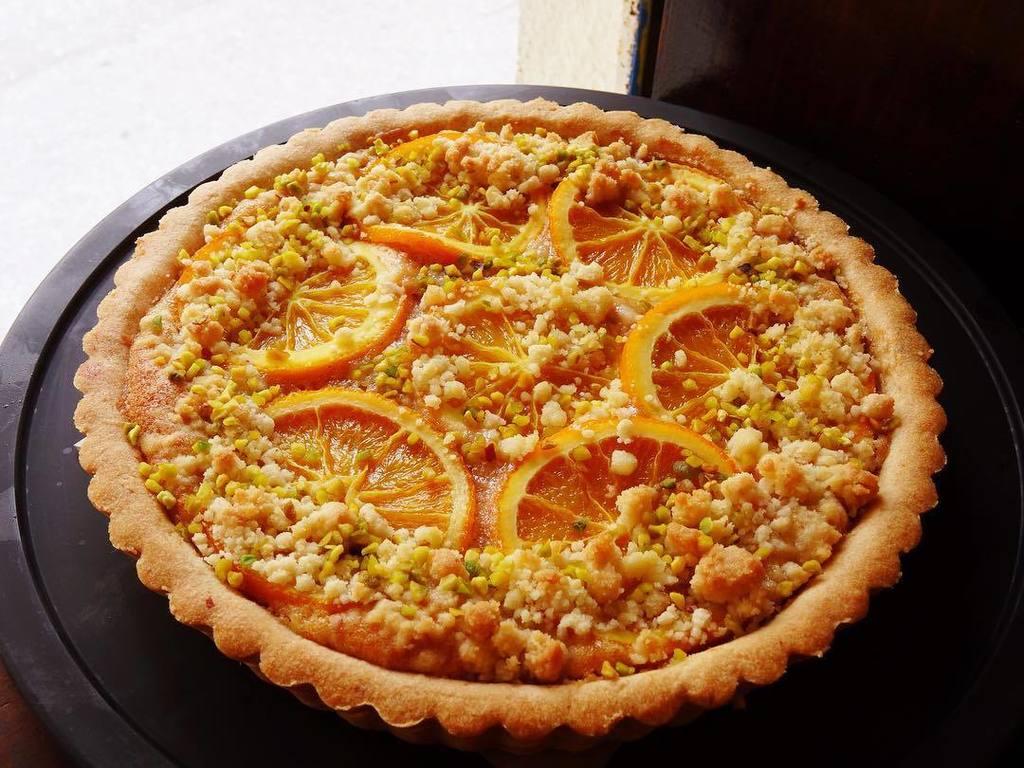 本日は、オレンジのタルト焼きあがってまーす♬#gigicafeオープンしてまーす #orange #🍊 #almondc