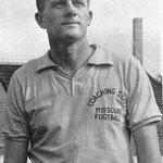 Legendary Arkansas coach Broyles passes away at 92