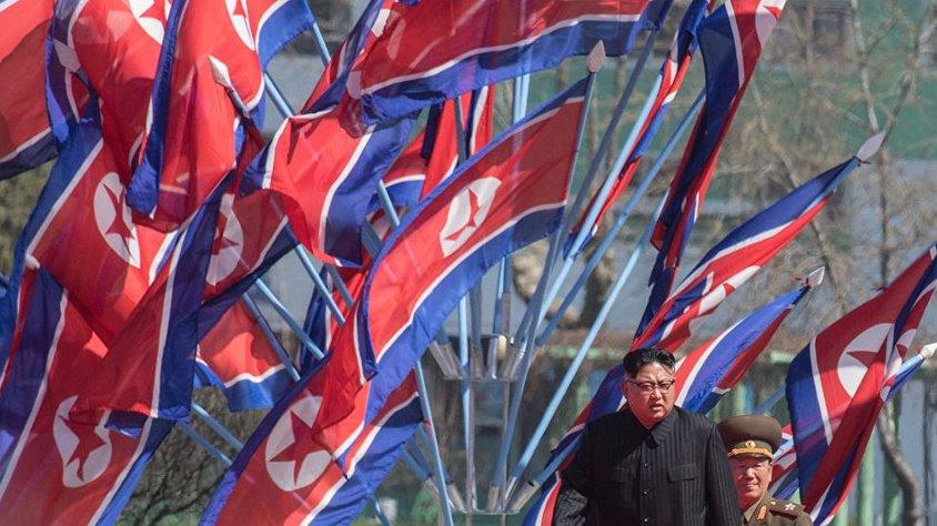 'Kim Jong-un, Guam'ın çevresini vurma planını kabul etti'