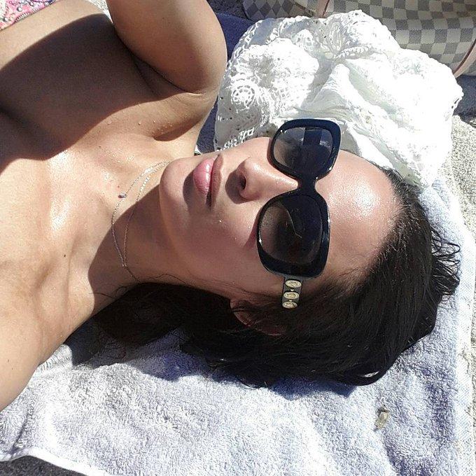 1 pic. Chilling at the beach in Corsica 😙☺ https://t.co/SouqWNzW1E