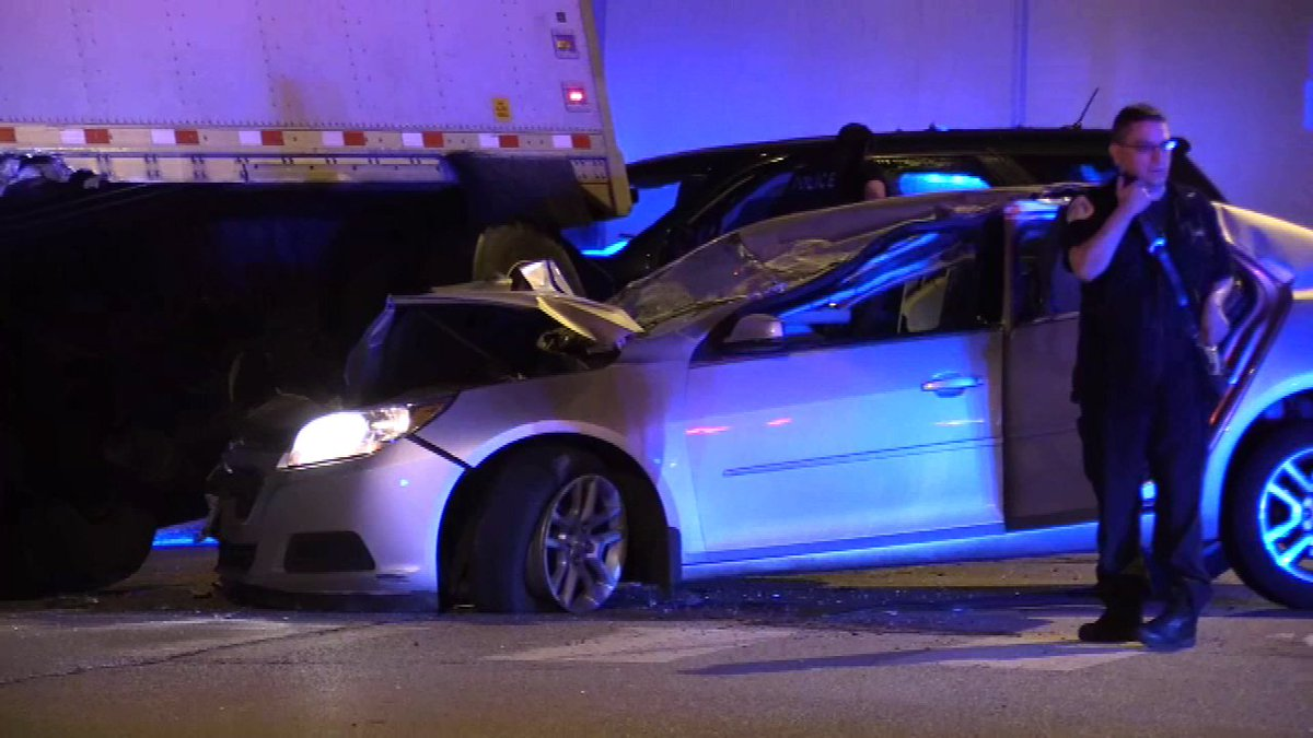 2 teens in custody after South Side carjacking, chase, crash