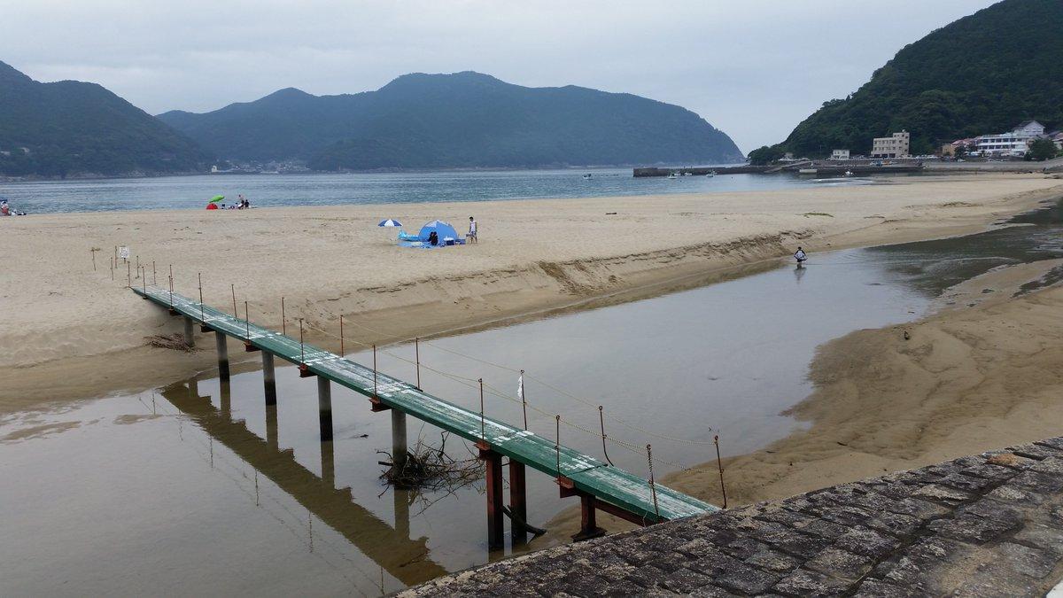 砂浜は少し離れてますね新鹿(あたしか)という海水浴場があります凪のあすからってアニメの聖地です