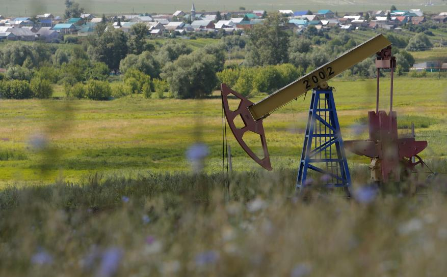 Oil slips on strong dollar, OPEC and China weigh