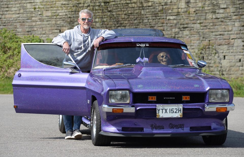 Classic 'Del Boy' Ford Capri has a fully-stocked 1970s cocktail bar in the back