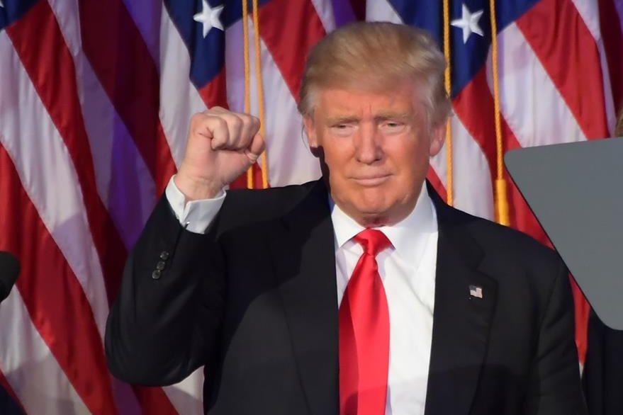 """Presidente Trump reenvía tuit que lo califica de """"fascista"""""""