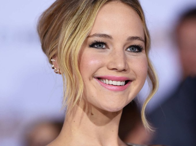 HAPPY BIRTHDAY Jennifer Lawrence The actress finds beauty in simplicity! Shop the look