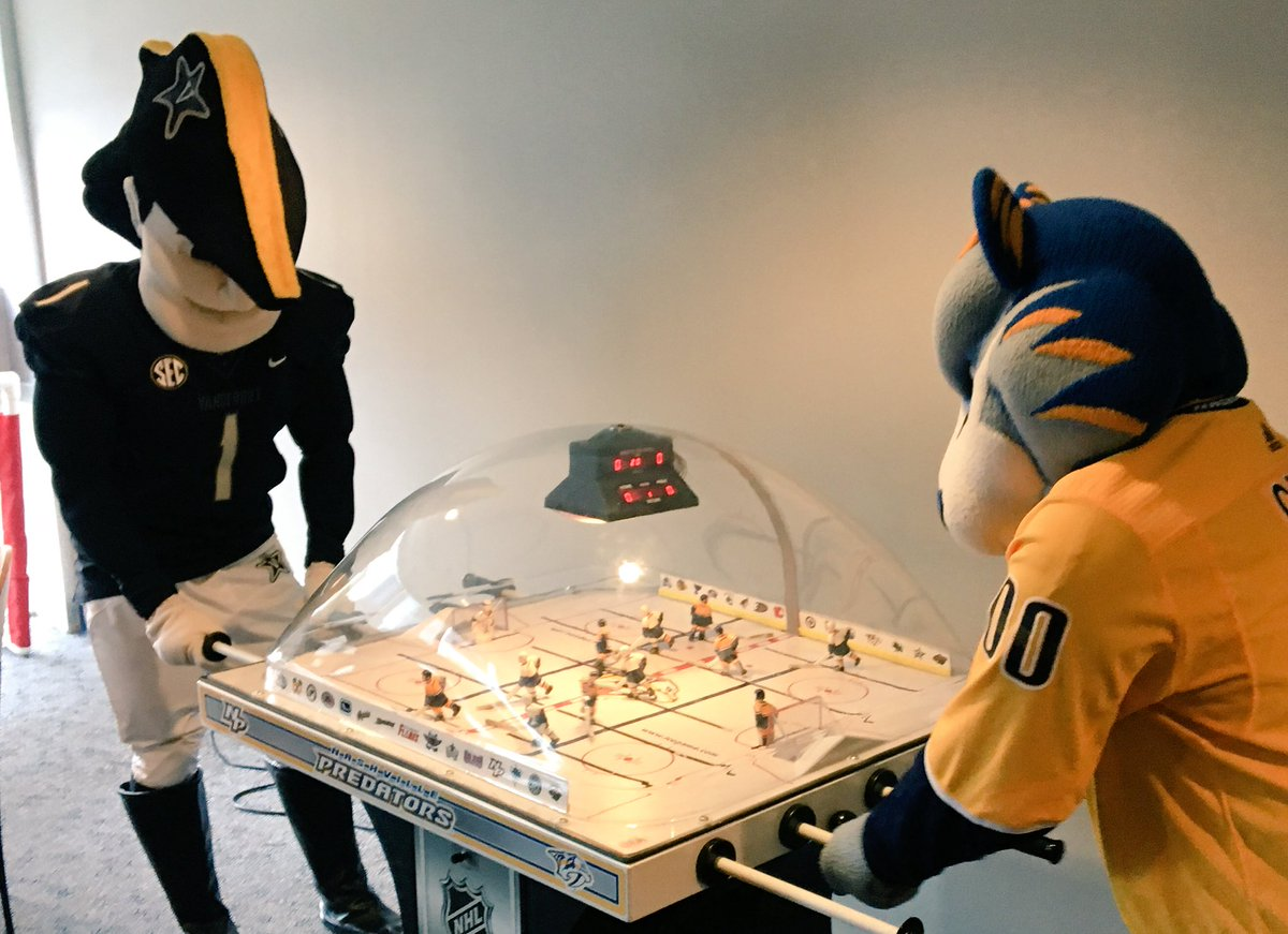 RT @Gnash00: Killing time with @MrCommodoreVU before the start of college football and the NHL season. #CantWait #IsItOctoberYet https://t.…