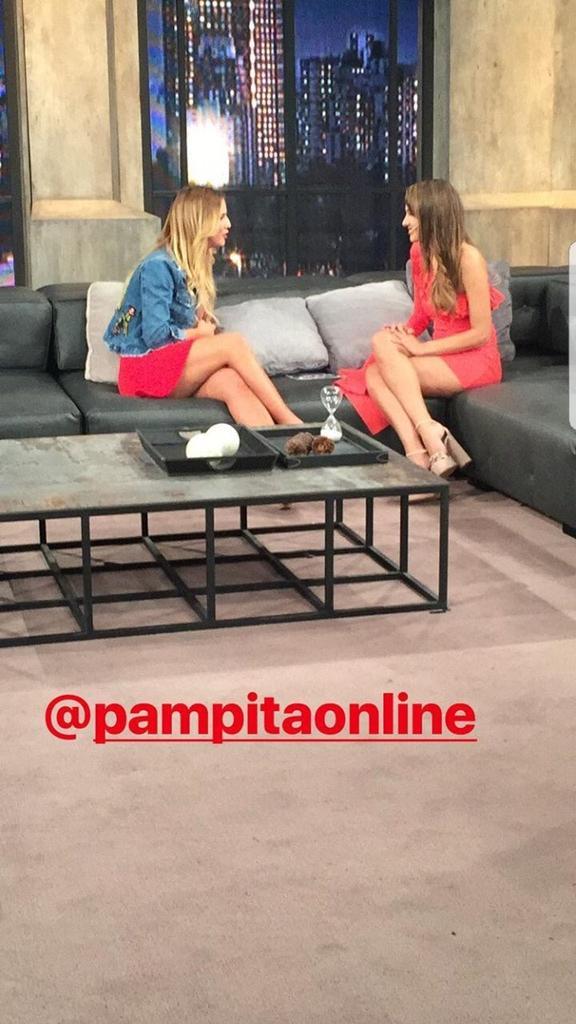 RT @vignamimundo: Flor con Pampita  #AgusCasanovaEnESPNRedes https://t.co/XxRdg6mhLY