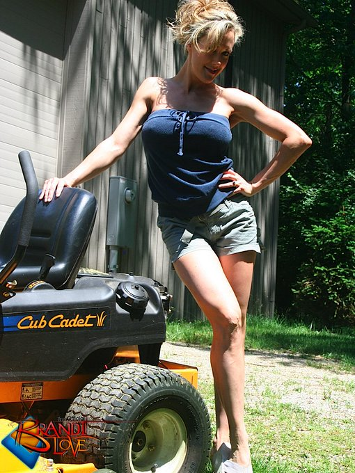 1 pic. He Thinks My Tractor's Sexy 😀 #BrandiPics https://t.co/qQxbSB77hs