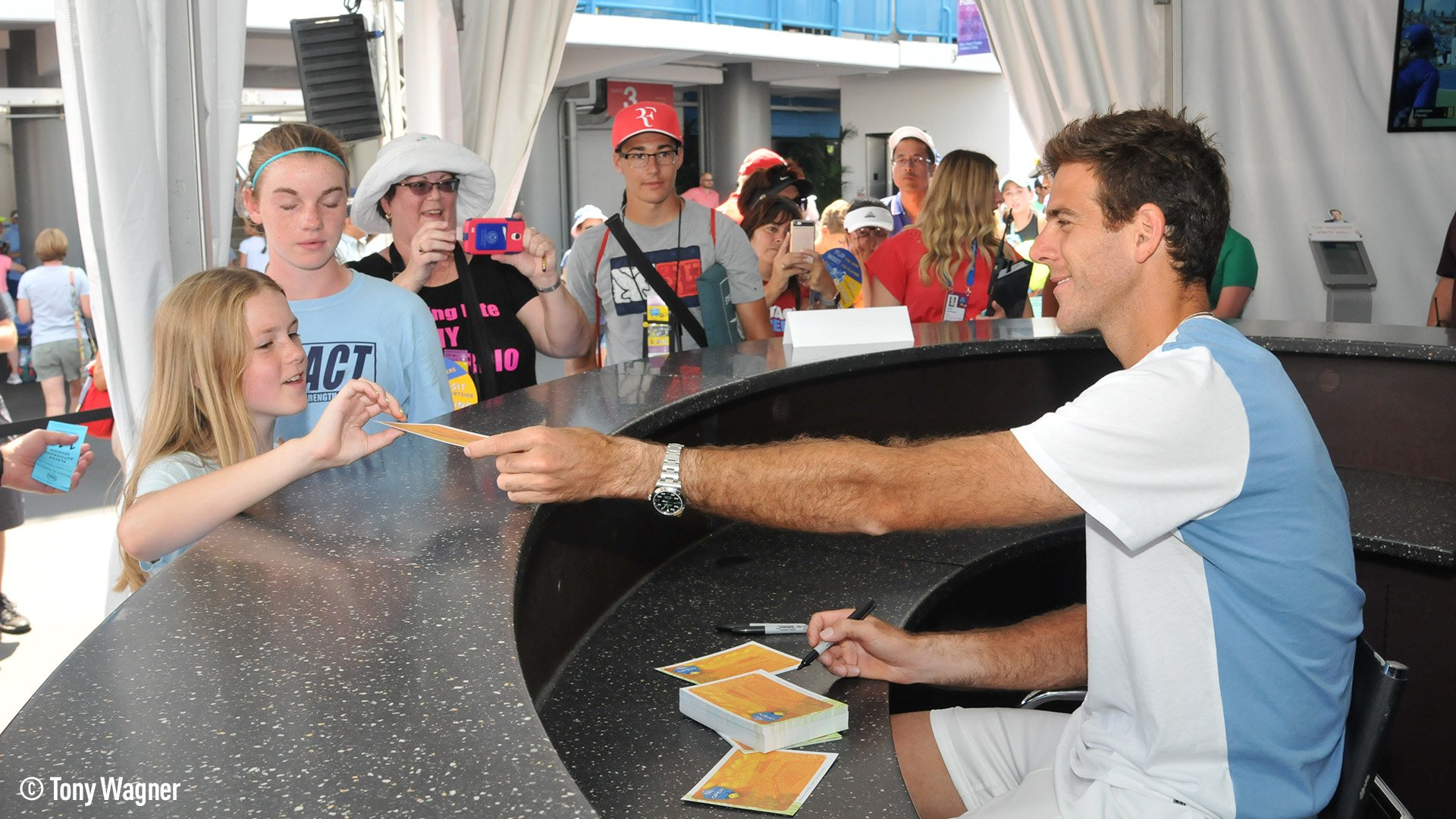 Del Potro was a hit today at @CincyTennis - on and off court! ��https://t.co/89HI8B7CWG #ATPMasters1000 https://t.co/mR3NVAN8EY