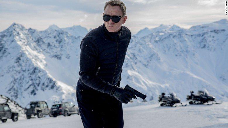 Bond, James Bond will again be played by Craig, Daniel Craig https://t.co/VDT4t0LIhD https://t.co/x5sML3OhFq