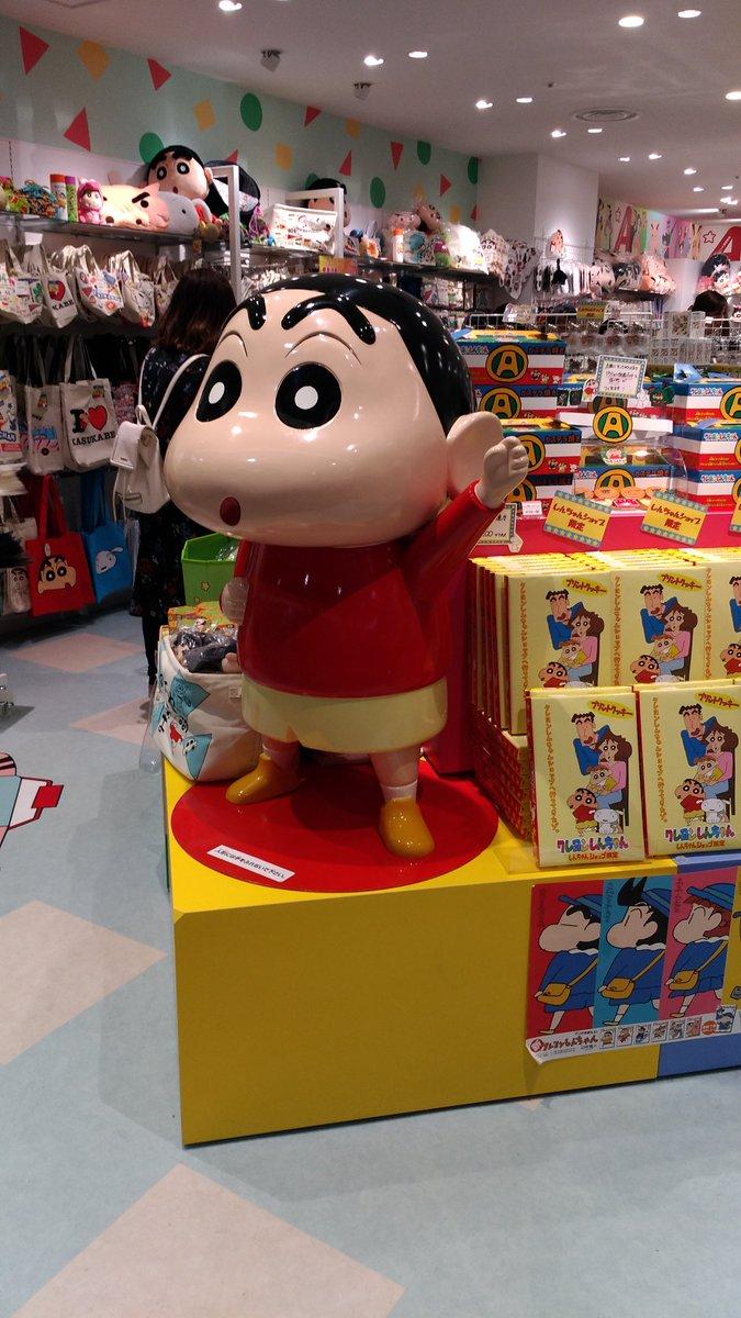 東京駅キャラクターストリートにオープンしたクレヨンしんちゃんショップ!諸説ありますが野原ひろしは35歳で年収650万円、