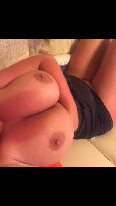 Morning 😘 #tanlines 👙😏 https://t.co/wtNpXoGF5L
